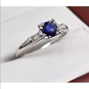 Jewelry - Stunning sapphire in Platinum gold with diamonds